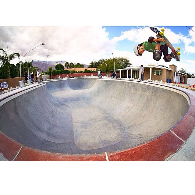@jagrivera nails another great shot of @taylor_sk8r #bulthelmets #bult #bultbregade #helmet #steezy #bowl #skateboard #skate #stackingclips #ridethelightning ⚡️