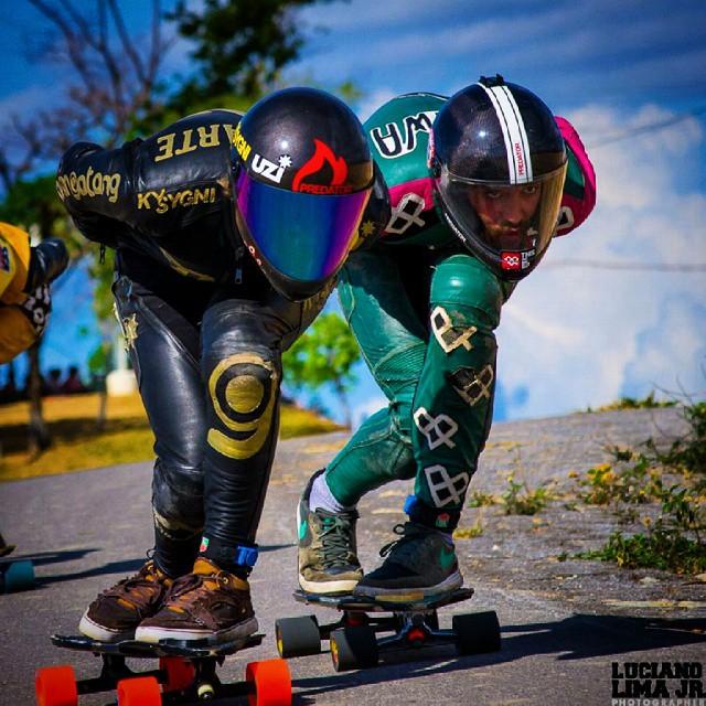 Una gran foto de nuestro#teamkysygni @diegoalemparte y @lucahaleiwa en #megagrandprix #idfworldcup @idfracing tomada por don @lucianoxlima #KySygni #universe #katana #kysygnilove #uzico #areyoureadytofly #UZIbearings #uzigriptape #uziwheels