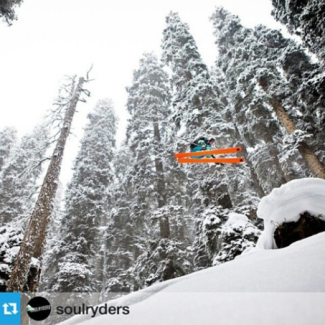 #bullet and @Tony_Rossi_ski getting #orangehot air in #Kashmir #India. Watch KASHMIR on @coldsmokewinterfilm  and vote for @soulryders.  Repost from @soulryders #skiing