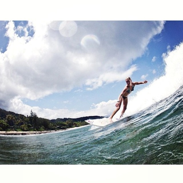 @carlywi looking down the line! #hawaii the #winter anyone!? @alexshea photo #credit