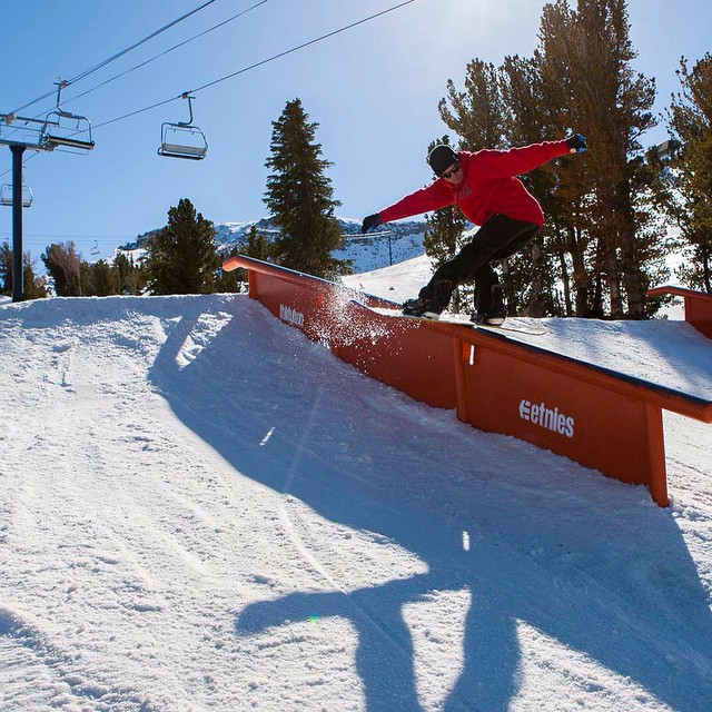 Did you make it to @mammothmountain opening weekend? Flux rider, @iansams did along with a whole pack of other Flux riders. Good times where had. ❄️