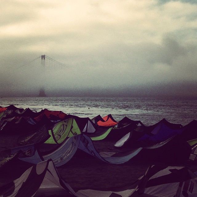 The fog & the #kites // #goldengate #checkyourstuff #alwaysfun
