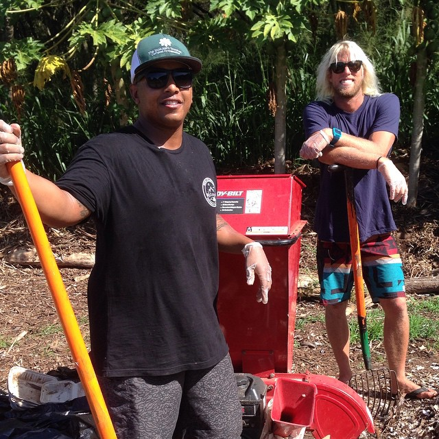 On the North Shore of Oahu this week checking in on the progress of the efforts to make the Vans Triple Crown series a Deep Blue Surfing Event !  Composting guru Jim Di Carlo of EachOneTeachOne Farm puts Vans team rider Dane Gudauskas to work doing his...