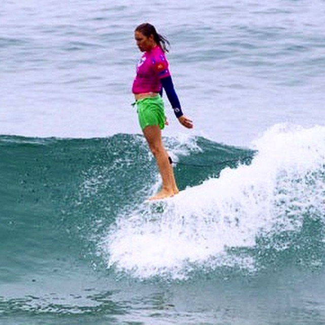 Go to www.longboardgirlscrew.com and check the just launched campaign by the 3-times #Longboard Surf World Champion Cori Schumacher @spawningpastlife to give a well-deserved recognition to all the ladies that paved the way for us in #surfing and all...