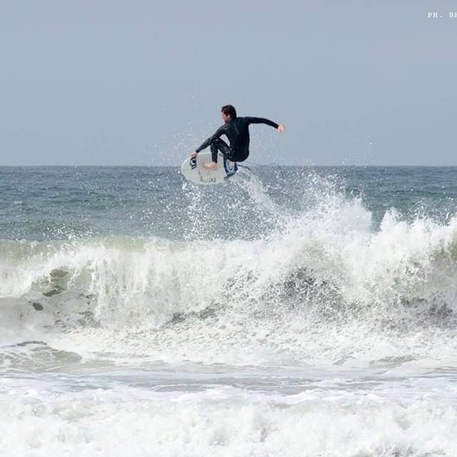 Conozcan a Juanchi Arca, surfer de Oneill y Reef argentina, entrenando en el oneill surf camp de Perú. Ph: Beto Oviedo Photography @juanmanuelarca  #soul #surfing #waves #reefargentina