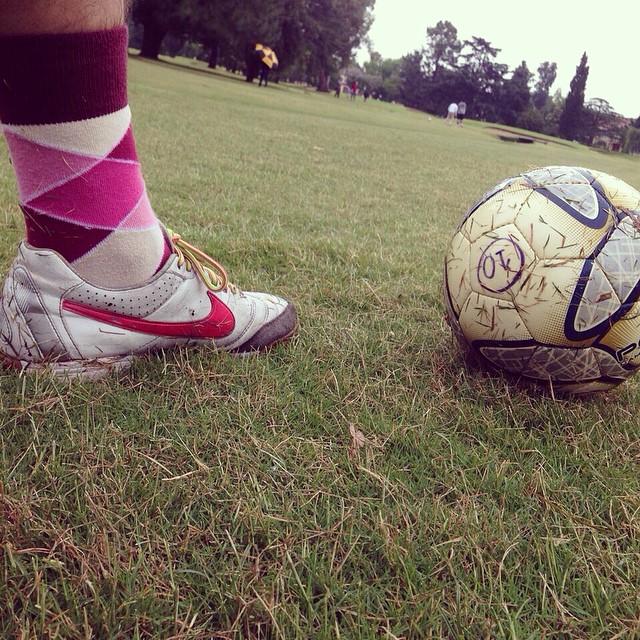 Footgolfing con unas vintage Suarez #LoveYourFeet #socks #footgolf #MediasConOnda