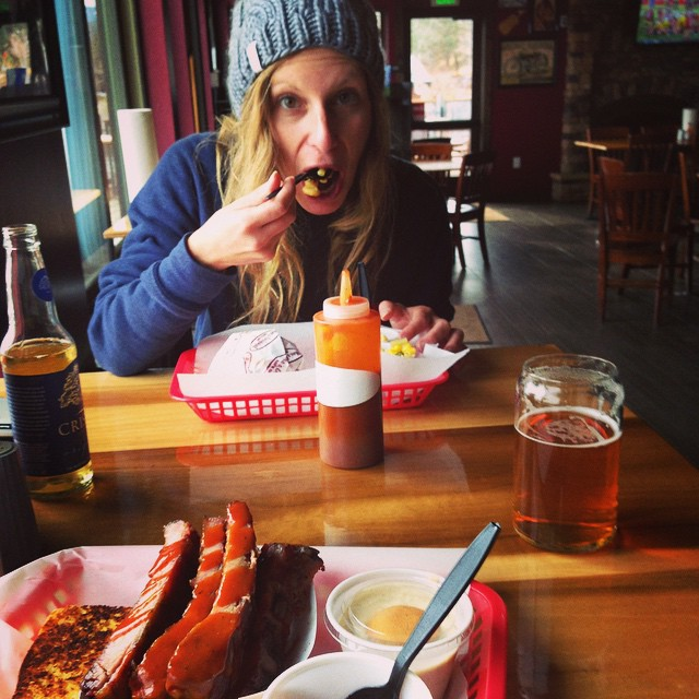 All I want to do is stuff my face with some mac n' cheese and bbq @moesobbq after snowboarding #moesoriginalbbq #bbq #tahoe #snowboarding #après