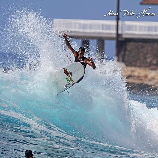 Repost from team rider @nelsonahina_3rd, using the famous Makaha backwash to his advantage! | PC: @manaphotohawaii