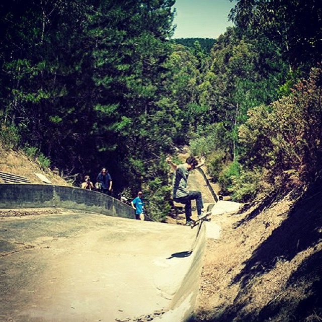 @geelongskateshop flow guy @jacobhayes sent through this scenic smith grind hill bomb