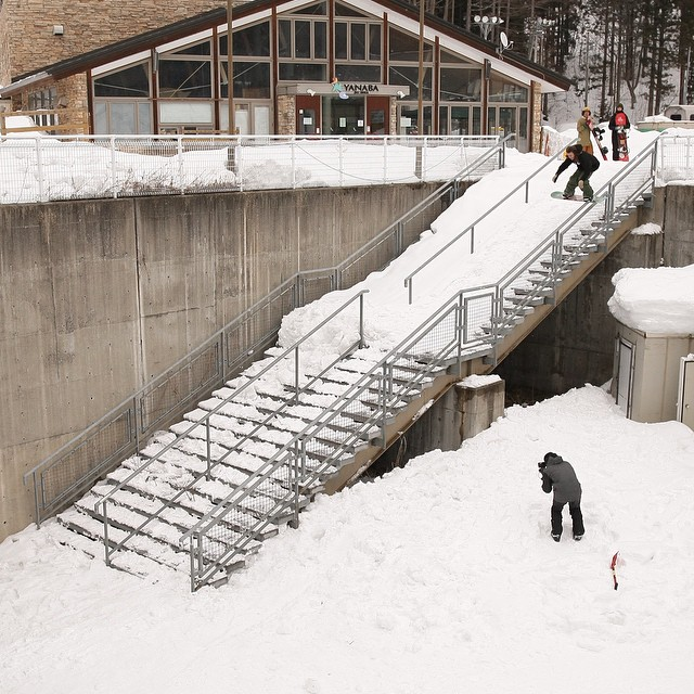 Watch Tyler Lynch @sababa_life right now in the full length Japan episode of Flux Binding's videos series, Snowboarding to Music. Hit the link in the Flux Inata Profile. The vid also features @yumaabe @scottyvine @erikleon_ @krocadil @yo_suki...