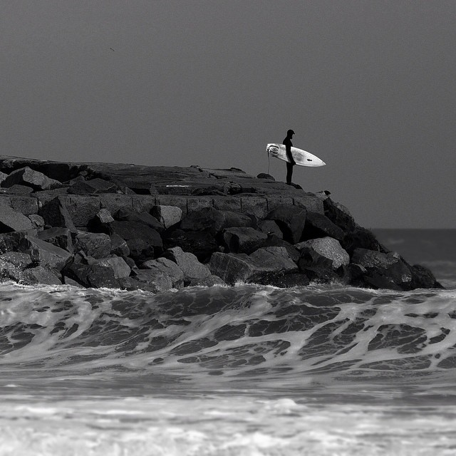 On the rocks. #coldwatersurf #committed #winter #surf