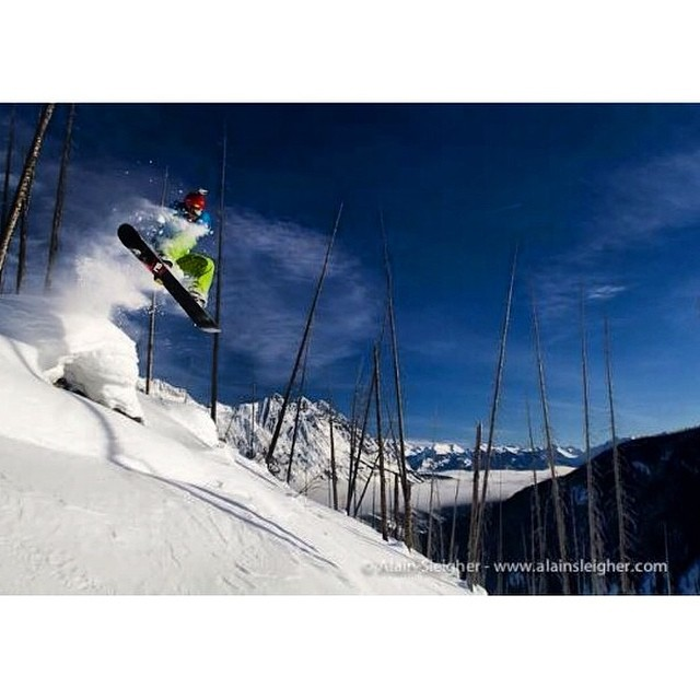 Team rider from #BritishColumbia @goldenrider420❄️#FrostyHeadwear #Snowboarding #BackCountry