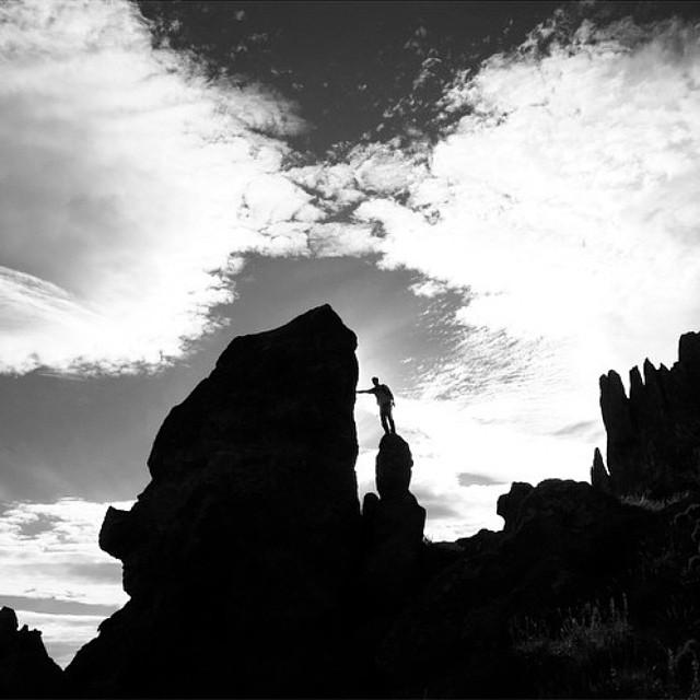 Regram de @maxiartoni en La estepa patagonica, rocas y deformaciones por el viento #patagonia #argentina