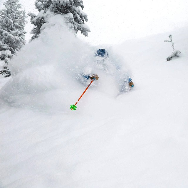 Kind Design athlete @d.r.e.w.rouse just slaying all this fresh pow.  What an amazing start to the season!  Thanks @benkoelkerphoto for the great photo. #ski #skiing #powder #colorado #liveyourdream