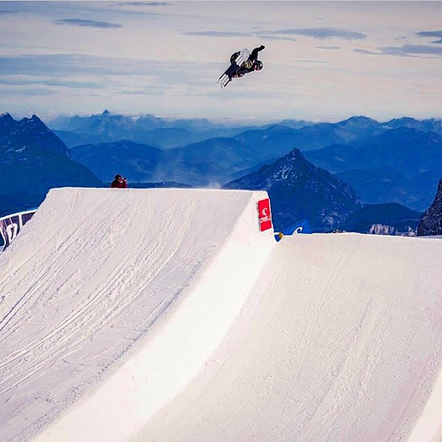 Flux rider, @eric_beauchemin launching off the Stubai Glacier during the Pleasure Jam. ❄️