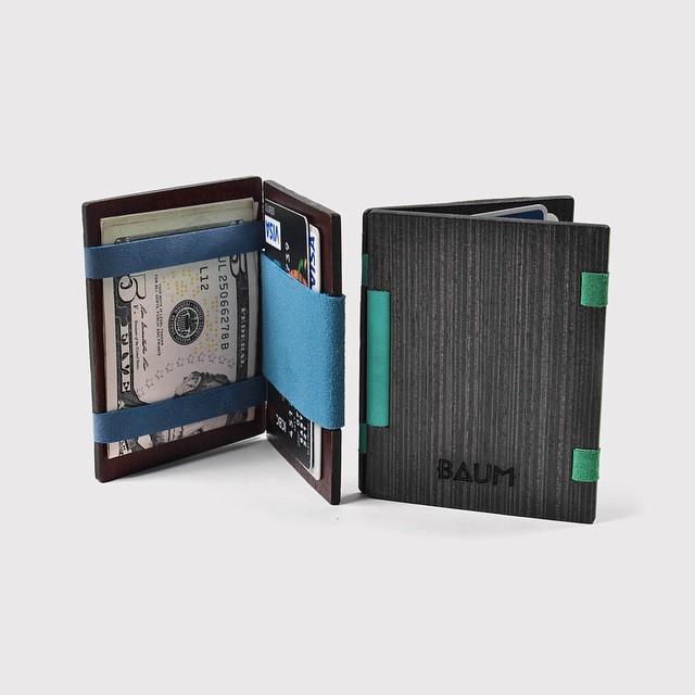 ¿Qué elementos se pueden guardar en tu wooden wallet?  Por su forma sencilla, la organización de su billetera es muy prolija. Podés guardar varias tarjetas de crédito, documentos y dinero de forma segura.