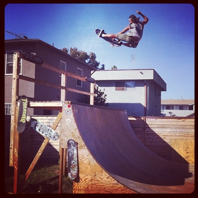 @DavidGonzalez Another frontside air, trying to get higher everyday!!! #globe