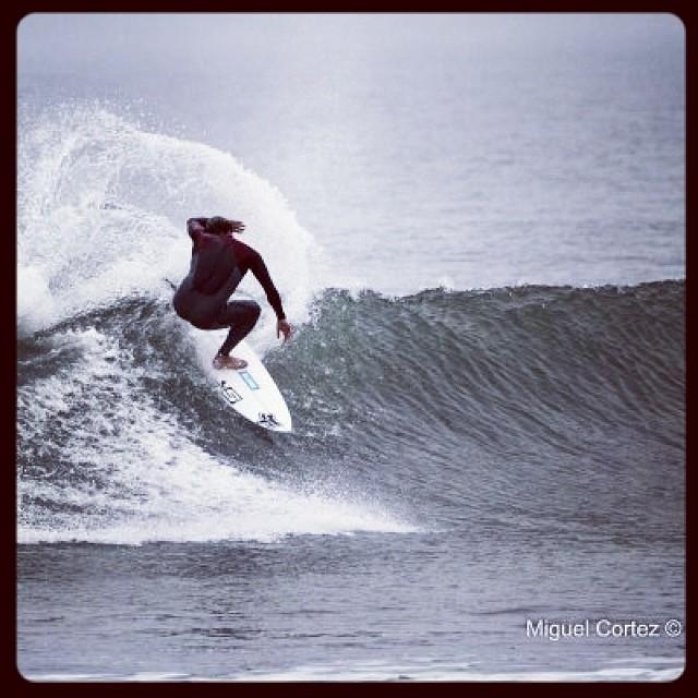 Una de Marcelo Rodriguez en olas incas. ph:Miguel Cortez