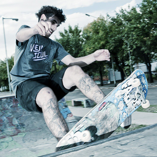 Skateboarding biitch #skate #4life #tshirt #skateshop #clothing #ViejaScul