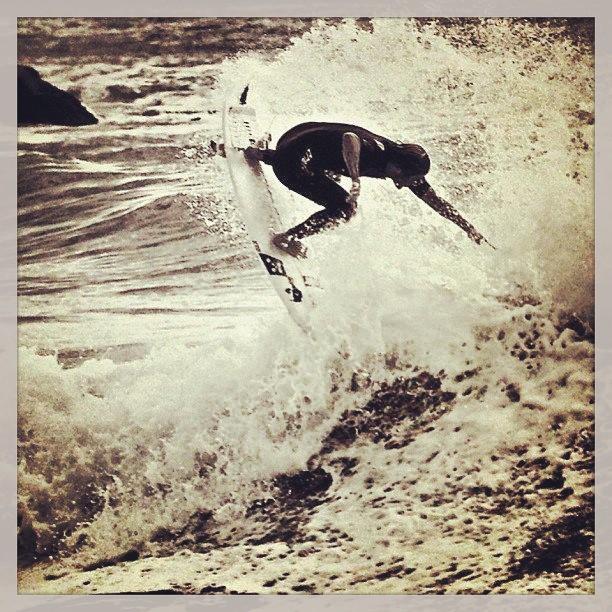 LIVE TO SURF, SURF TO LIVE. Marcelo Rodriguez #waimea #mdp #swellreport  foto: Maximiliano Bendahan