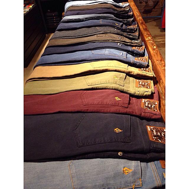 Volcom Brand Jeans #VBJ #RoadteastedStrechDenim Variedad de colores, súper resistentes, ultra strech #Volcom
