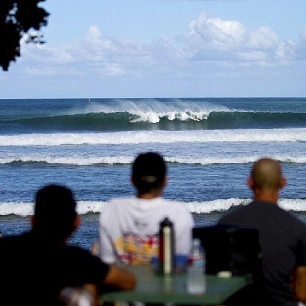 Re post de @asp mirando el Reef Hawaiian Pro de la #vtcs miralo en vivo en vanstriplecrownofsurfing.com