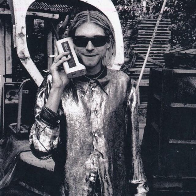 Kurt Cobain y su smartphone noventoso (?)