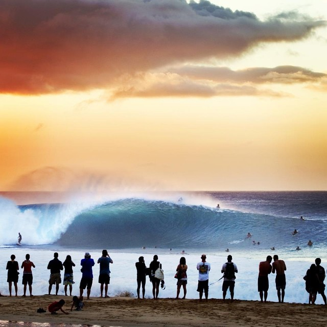 We can't wait to see what winter will look like on the goFlow App. Hopefully many days just like this!  #Winter #Waves #Pipeline #Crowd #Sunset #Swell #Perfect