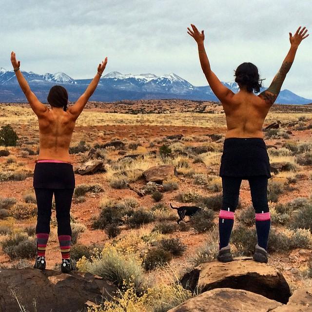"""Let 'EM breathe"" says my new favorite biking buddy @nichelleware. Feels good on this brisk December desert day! ❤️"