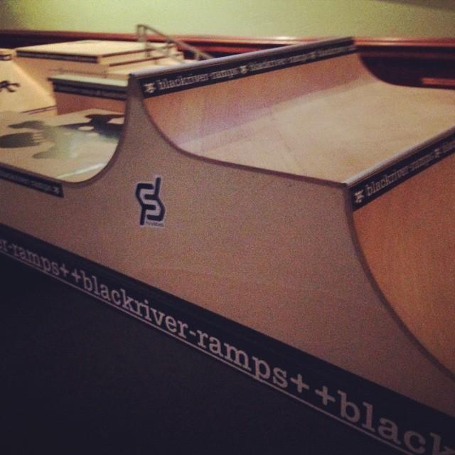 #blackriver #fingerboard #omt #justsendit @blackriver_official #skateboarding #mountsnow #skateboard #tipsandtots #onemoretime #sendit #fulsend @zayjmad191 @hollymkey @kateemcneil @adrianne.v @mufferz @tgaddy0317 #ilovermont #802