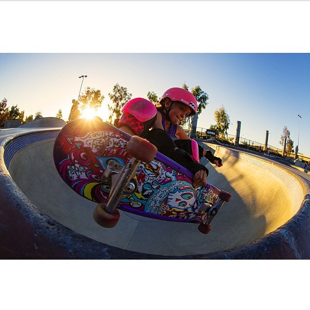 The purveyors of Good Vibes⚡️ @pinkhelmetposse and @bellatreas_kenworthy always having fun! #bulthelmets #bult #bultteam #bultbregade #skateboard #girls #groms #sunset #goodvibesonly #ridethelightning ⚡️