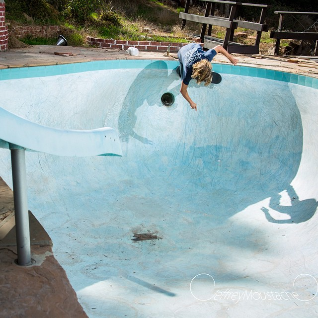 @tomerikryen is a Norwegian pool skating master!!! Tag a friend who would skate this.