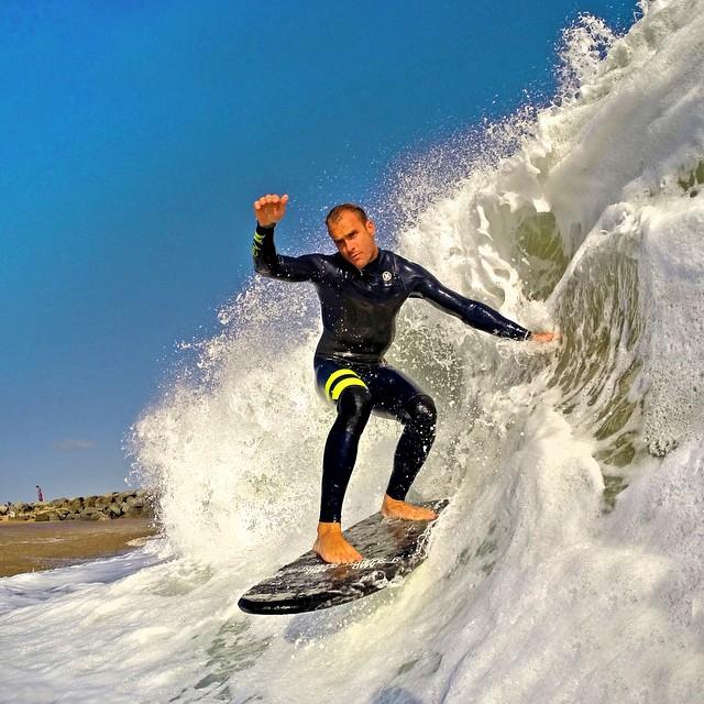 @ryanhurley dropping into some shorebreak. Photo: @derekhameisterphoto #gopro #gopole #gopolebobber #shorebreak #surf #surfing