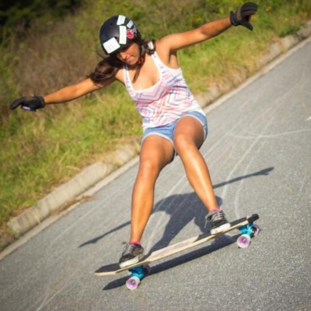 Neena Schueller @neena405 from LGC #USA rips. Go Neena! Pic Wesley Eldridge #longboardgirlscrew
