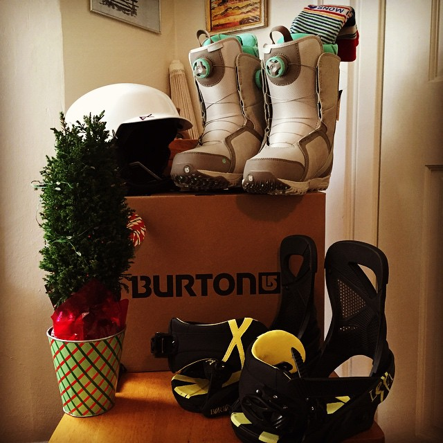 Christmas came early! It was time for a major upgrade. A thousand thank you's  @kaitvillanova for the @burtonsnowboards hook up! So so so stoked to have my gear dialed. Can't wait to get back on the slopes and shred some pow! Hope we can meet up...