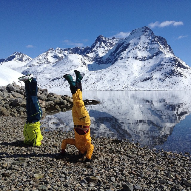 Just hanging on the beach in South Greenland. Nothing like a good #headstand after an afternoon of spring shredding. #fjords #mountains #reflections #shiftingice #skisail #yoga #rushofblood #greenland #icebergs #iamprosnow #climatereality...