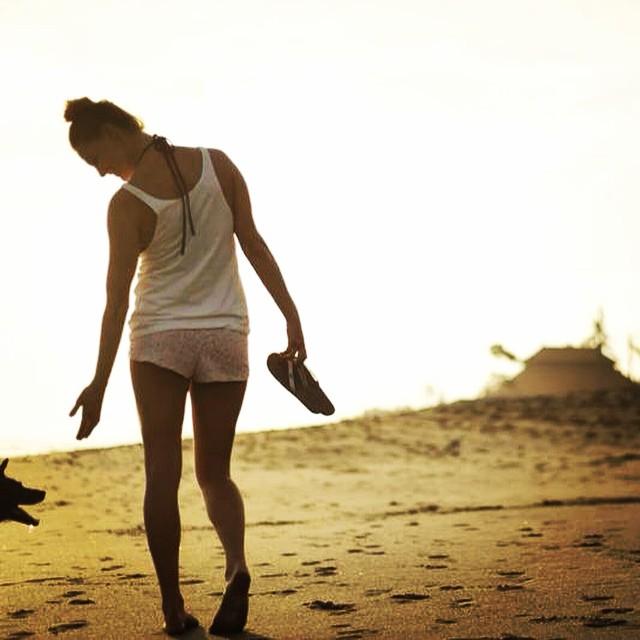 Sunset Sundaze // Out for a stroll with @jackiebrady #goodhumancrew #balidog #innertubedsandals #soleswithsoul