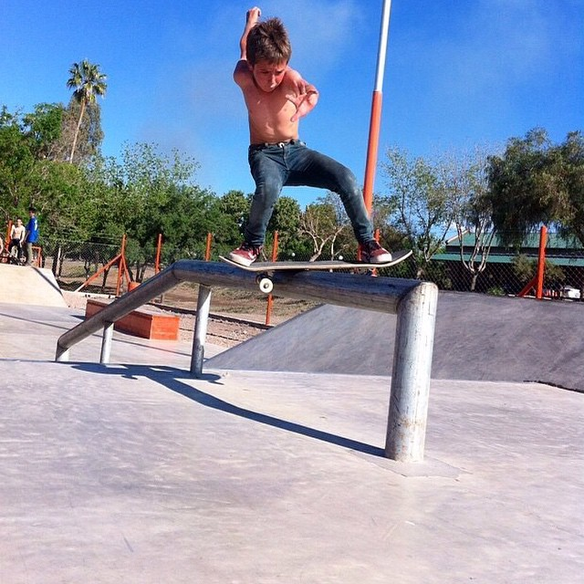 Mini beast Bauti @blackflavio1 en Parque Rivadavia. Bs Bores #TruetoThis #Skate #Volcom