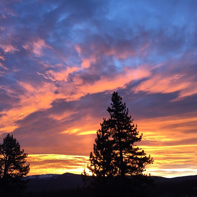 Good Morning Tahoe // Monday Morning stoke with this colorful skyline