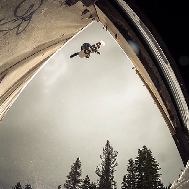 Happy thanksgiving from Smokin Snowboards ! Sick shot of  @nikocioffi