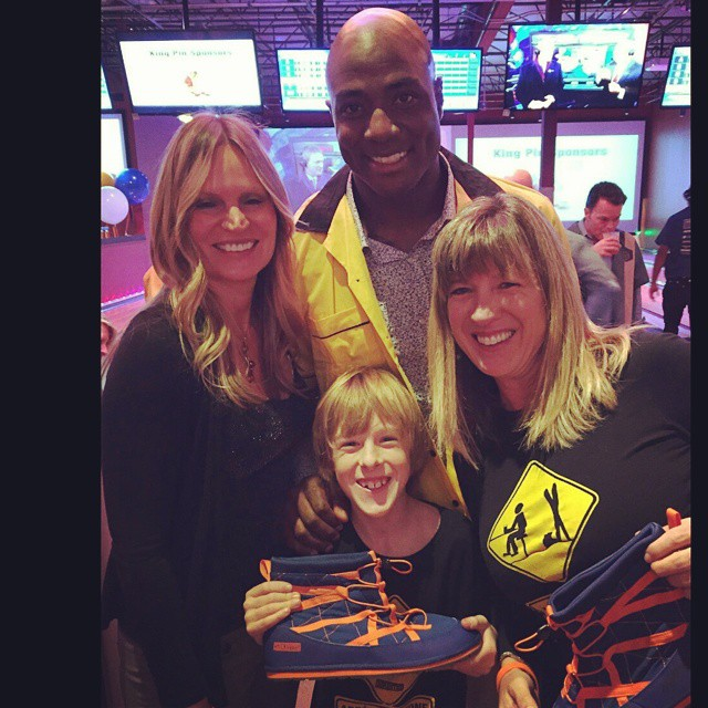 @demarcusware showing #pakems some love at the bark and #bowlnbark charity #bowling event #milehighpakems #Denver #denverbroncos #demarcusware #instacool #nfl #milehigh @denverbroncosfans #@broncostoday @instabroncos @denverbroncos5280 @denverbroncos