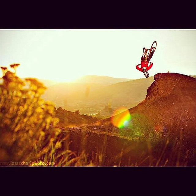 Nothing like golden hour and a huge flair. | @antoinebizet |
