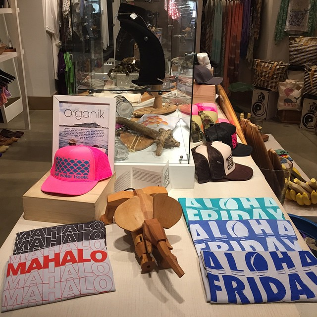 #Organik #alohafriday & #mahalo #graphictees available in #organic cotton or #bamboo and #micromodal #boyfriend #tees restocked at the @modernhonolulu #boutique  #waikiki #alamoana #sustainable #ecofriendly #fashion #madeinusa #madeinamerica
