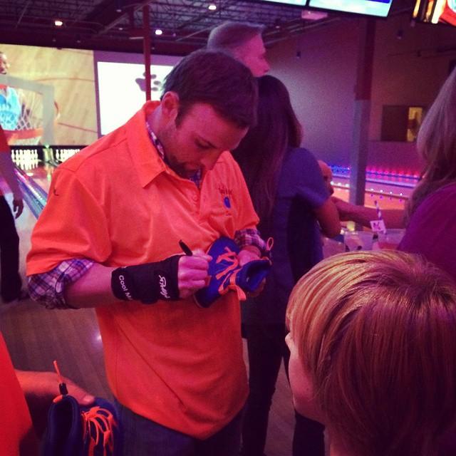 @Wes_83walker_ signing the #milehighpakems #pakems #instacool #Denver #colorado #denverbroncos #broncos@denverbroncosfans