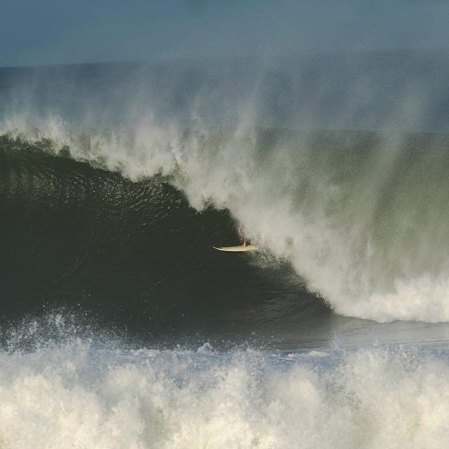 @juanmanuelarca de las olas de Puerto Big Swel Ph: Daniel Nava  #soul #waves #justpassingthrough #reefargentina