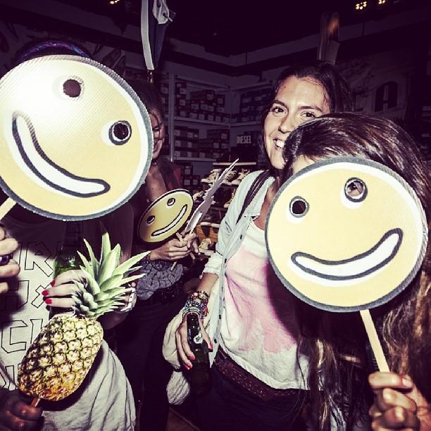 Sonrisas en el lanzamiento de las #SurfSiders!