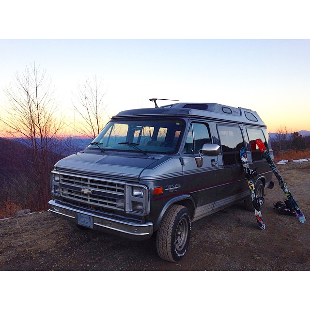 Solid sunset to end a solid shred day // now time for the Cat Cage rail jam // #advanturemobile #stzlife #shrednc #dougheavy #halfsnakefullball #icecoast #happyshredding @advanture_mobile