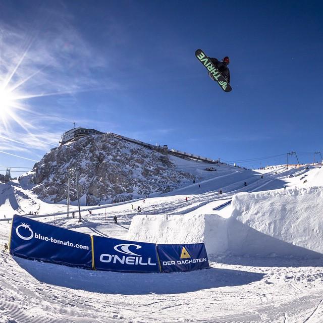 Rider: @patrickpitter Photographer: Roland Haschka #Dachstein #Austria #snowboard #thrivesnowboards #thrive