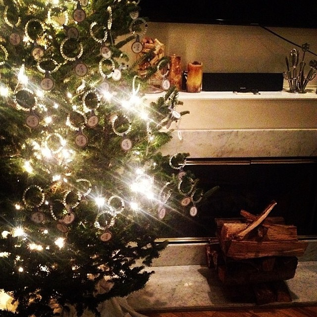 @stevenizen puts a lokai twist on tree decorating #livelokai