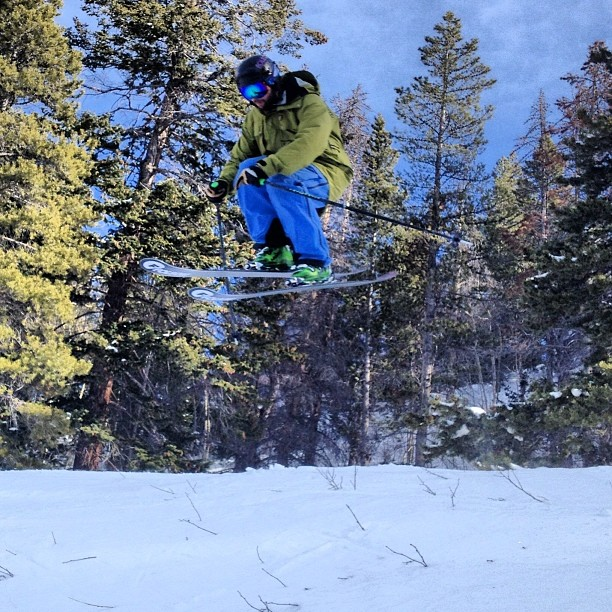 Sending it into Jackpot, early season conditions are unreal here at #aspensnowmass